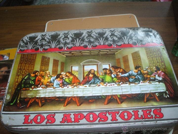 CAJA DE HOJALATA ,AÑOS 60 ,ES DE MEMBRILLO CON DIBUJO DE LA SANTA CENA MEDIDAS APROX 30X20X9 (Coleccionismo - Cajas y Cajitas Metálicas)