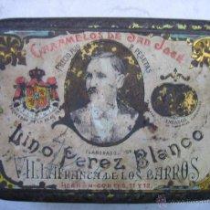 Cajas y cajitas metálicas: CAJA DE CARAMELOS SAN JOSÉ.LINO PÉREZ BLANCO. VILLA FRANCA DE LOS BARROS. MEDIDAS 15X10,5X5,5 CM. Lote 107681196