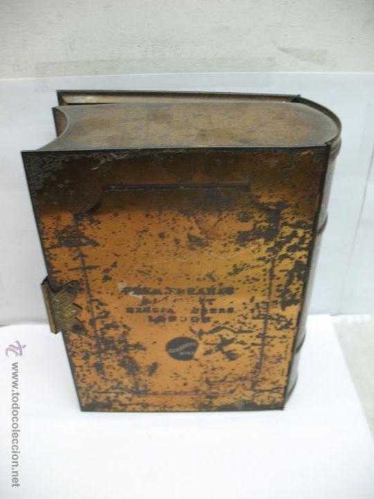 Cajas y cajitas metálicas: Antigua caja metálica con forma de libro de Londres - Foto 6 - 163026856