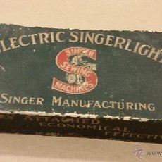 Cajas y cajitas metálicas: CAJA DE HERRAMIENTAS MAQUINA DE COSER SINGER - ELECTRIC SINGERLIGHT. Lote 48421102