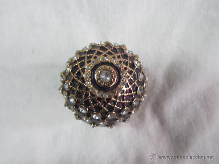 Cajas y cajitas metálicas: Caja en forma de huevo. Huevo de colección lacado de vidrio - Foto 3 - 48890401