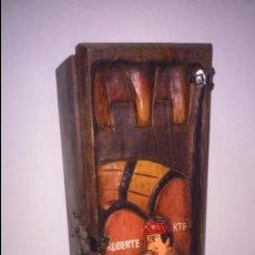Cajas y cajitas metálicas: CAJA EN MADERA PARA BOTELLA DE VINO. CON BONITO DETALLE TRABAJADO. Lote 49554202