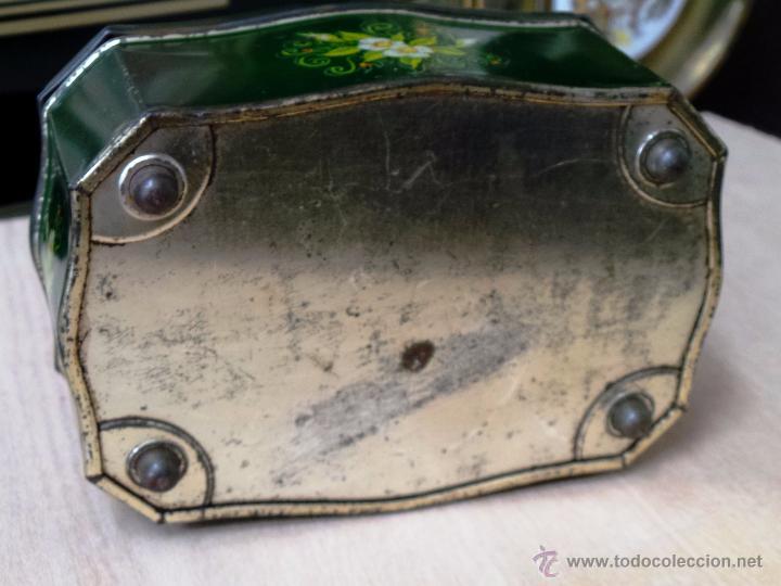 Cajas y cajitas metálicas: ANTIGUA CAJA EN HOJALATA LITOGRAFIADA - Foto 9 - 50295494