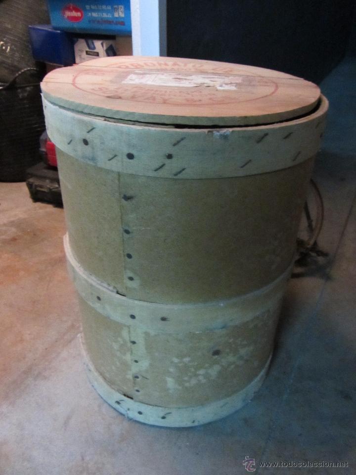 Cajas y cajitas metálicas: Precioso y Antiguo Bote - Barril de Madera Bicarbonato de Sosa Fabricado por Solvay - Foto 2 - 50492912