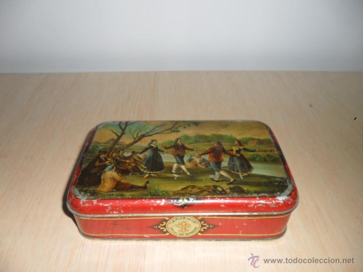 Caja La Flor De Lis Con Dibujos Goyescos Buy Antique Boxes And