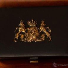 Cajas y cajitas metálicas: PRECIOSA CAJA CON ESCUDO METÁLICO. Lote 50712832