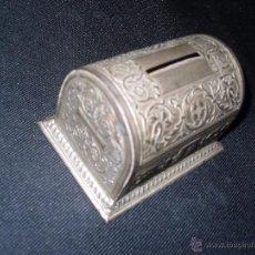 Cajas y cajitas metálicas: HUCHA ANTIGÜA. Lote 50928302
