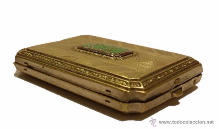 ANTIGUA CAJITA EN METAL DORADO CON INCRUSTACION EN PORCELANA- ART DECO 1920-30 (Coleccionismo - Cajas y Cajitas Metálicas)