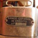 Cajas y cajitas metálicas: HUCHA METAL CROMADO BANCO ESPAÑOL DE CREDITO. AÑOS 60, CON LLAVE. Nº 2431. Lote 51201890