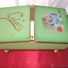 Cajas y cajitas metálicas: ANTIGUO COSTURERO DE LABORES DE MADERA Y PINTADO A MANO. Lote 51449292