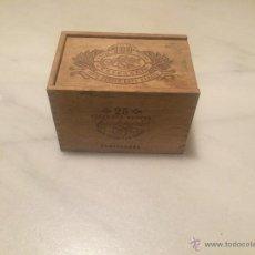 Cajas y cajitas metálicas: ANTIGUA CAJA DE MADERA DE 25 CIGARROS FARIAS AÑOS 50 . Lote 108776972