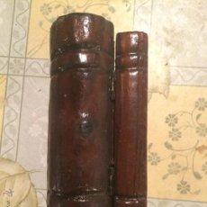 Cajas y cajitas metálicas: ANTIGUA CAJA DE MADERA SIMULANDO DOS LIBROS EN MADERA DE LOS AÑOS 70 . Lote 52745715