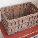 Cajas y cajitas metálicas: ANTIGUA CAJA DE MADERA PARA FRUTA. Lote 155798252