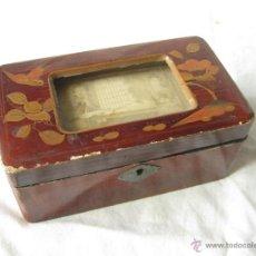 Cajas y cajitas metálicas: CAJA LACADA CHINA ANTIGUA CON FOTOGRAFIA. Lote 53506176