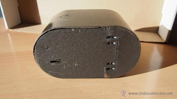 Cajas y cajitas metálicas: HUCHA CAJA AHORROS PROVINCIAL GERONA. CAIXA GIRONA. LA CAIXA. ALCANCIA AHORRO GUARDIOLA BANCA - Foto 3 - 54492596