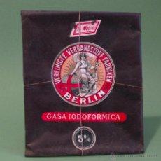 Cajas y cajitas metálicas: CAJA ANTIGUA ENVASE GASA IODOFORMICA BERLIN BOTICA CON CONTENIDO. FARMACIA ANTIGUA . Lote 54759610
