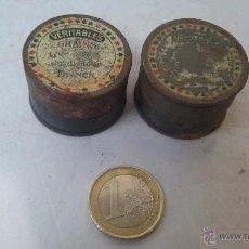 Cajas y cajitas metálicas: DOS PEQUEÑAS LATAS UNA CON CONTENIDO. Lote 54763986