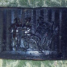 Cajas y cajitas metálicas: CAJITA EN CAREY IMPRESO. DECORACIÓN MITOLÓGICA DE ESTILO IMPERIO. FRANCIA. XIX.. Lote 53077279