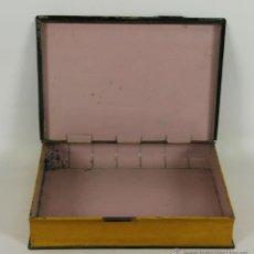 Cajas y cajitas metálicas: CAJA EN HOJALATA EN FORMA DE LIBRO. SIGLO XIX.. Lote 48956750