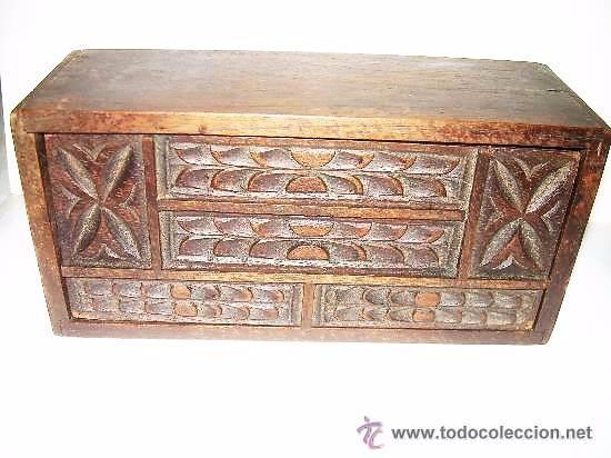 ANTIGUA Y BONITA CAJA DE MADERA TALLADA. (Coleccionismo - Cajas y Cajitas Metálicas)