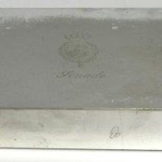 Cajas y cajitas metálicas: CAJA EN METAL PLATEADO. SIMBOLO HERÁLDICO SENADO. ESPAÑA. SIGLO XX.. Lote 56083497
