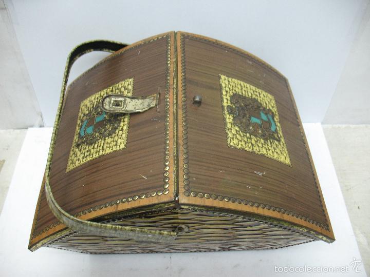 Cajas y cajitas metálicas: VICTORIA - Antigua caja metálica con forma de costurero - Foto 2 - 56140579