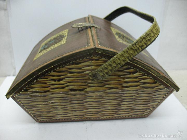 Cajas y cajitas metálicas: VICTORIA - Antigua caja metálica con forma de costurero - Foto 6 - 56140579
