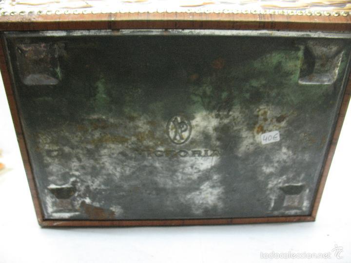 Cajas y cajitas metálicas: VICTORIA - Antigua caja metálica con forma de costurero - Foto 8 - 56140579