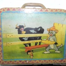 Cajas y cajitas metálicas: ANTIGUO CABAS DE TOM Y JERRY, REALIZADO EN MADERA. CIRCA 1930. MIDE 24 X 19 CMS. FALTA EL CIERRE MET. Lote 56707805