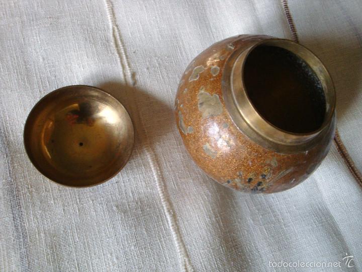 Cajas y cajitas metálicas: Caja metálica redonda de bronce muy antigua policromada - Foto 2 - 57141815