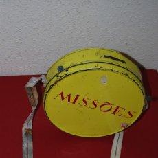 Cajas y cajitas metálicas: HUCHA DE LAS MISIONES PORTUGUESAS - LATA - METAL - DOMUND - AÑOS 50. Lote 57222374