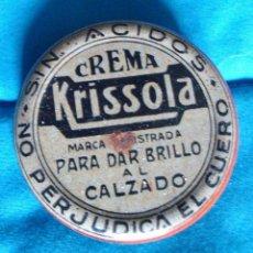 Cajas y cajitas metálicas: CREMA BETÚN ANTIGUA PARA DAR BRILLO AL CALZADO NEGRO KRISSOLA EXTRA INDUSTRIAL SARRIA CON PRODUCTO. Lote 57470200