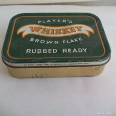 Cajas y cajitas metálicas: PLAYER'S WHISKEY BROWN FLAKE, RUBBED READY. ANTIGUA CAJA DE TABACO O CIGARRILLOS.TOBACCO TIN PLAYERS. Lote 57740601