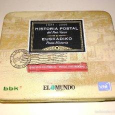 Cajas y cajitas metálicas: CAJA METÁLICA CON PUBLICIDAD. HISTORIA POSTAL DE PAÍS VASCO. BBK. EL MUNDO.. Lote 57858270