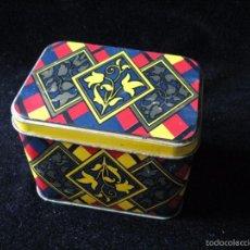 Cajas y cajitas metálicas: CAJA DE HOJALATA DE BOMBONES. Lote 57884203