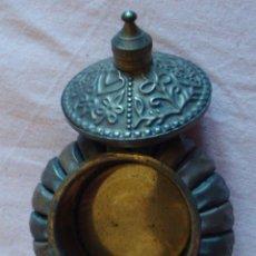 Cajas y cajitas metálicas: MUY ANTIGUA PEQUEÑA CAJA CAJITA ORIGINAL METÁLICA METAL LATÓN COBRE BRONCE DISEÑO ÁRABE COLECCIÓN . Lote 58258067