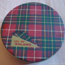 Cajas y cajitas metálicas: CAJA REDONDA ANTIGUA CARAMELOS VDA DE SOLANO LATA CUADROS ESCOCESES . Lote 58264024