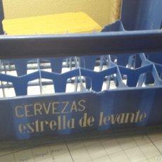 Cajas y cajitas metálicas: ANTIGUA CAJA DE CERVEZA ESTRELLA DE LEVANTE 24 TERCIOS. Lote 58476193
