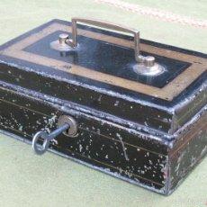 Cajas y cajitas metálicas: CAJA METALICA ANTIGUA DE CAUDALES CON SU LLAVE - COMPARTIMENTOS INTERIORES.. Lote 58794391