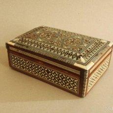 Cajas y cajitas metálicas: ANTIGUA CAJITA DE TARACEA CON NÁCAR Y HUESO. Lote 59170590