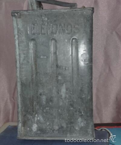 Cajas y cajitas metálicas: ANTIGUA LATA DE METAL PARA COMBUSTIBLE -TROQUELADO TELEFONOS - - Foto 2 - 59846016