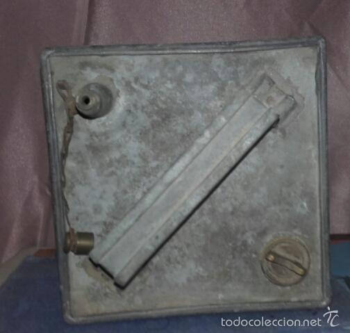 Cajas y cajitas metálicas: ANTIGUA LATA DE METAL PARA COMBUSTIBLE -TROQUELADO TELEFONOS - - Foto 3 - 59846016