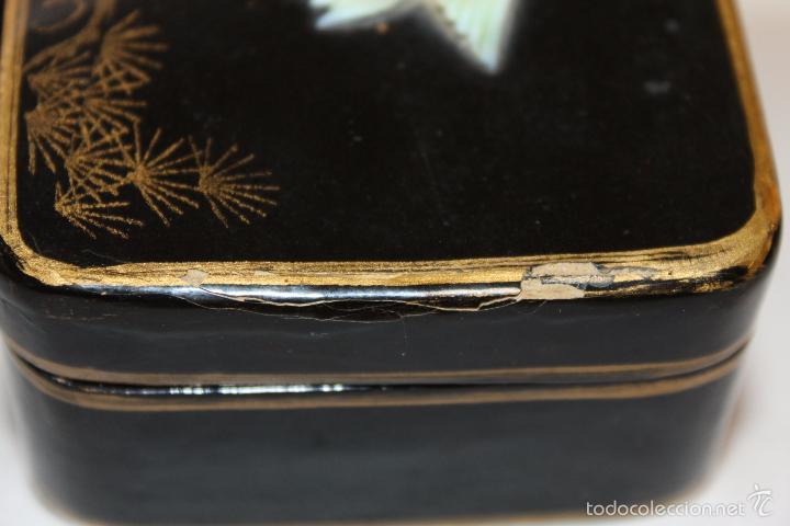 Cajas y cajitas metálicas: CAJA ORIENTAL EN MADERA LACADA CON CISNE DE NÁCAR - PINTADA A MANO - PRINCIPIOS DEL SIGLO XX - Foto 3 - 59861264