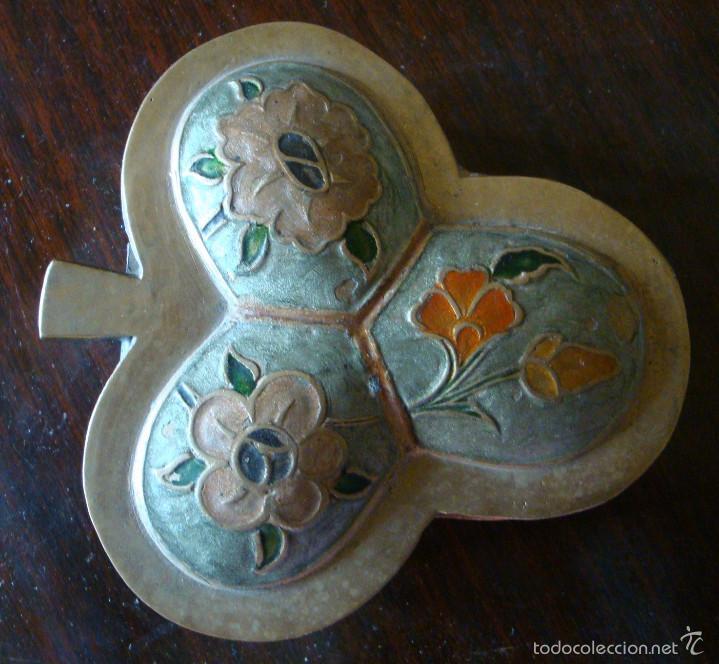 CAJA CAJITA ANTIGUA JOYERO METAL BRONCE FLOR TREBOL PINTURA MANO (Cajas y Envases - Cajas y Cajitas Metálicas)