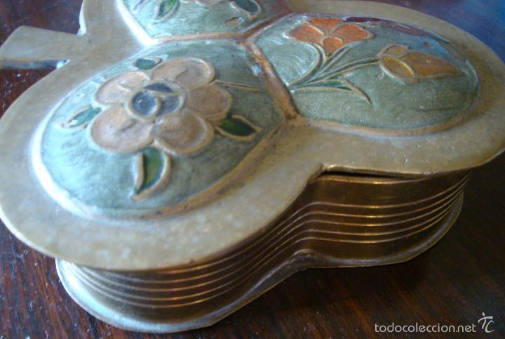 Cajas y cajitas metálicas: Caja cajita antigua joyero metal bronce flor trebol pintura mano - Foto 2 - 59966355