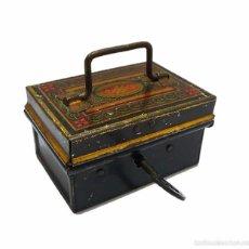 Cajas y cajitas metálicas: ANTIGUA CAJA EN HOJALATA LITOGRAFIADA CON LLAVE ORIGINAL - MEDIADOS S.XX. Lote 60073983