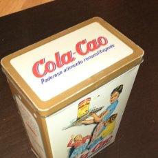 Cajas y cajitas metálicas: ANTIGUA LATA DE COLA CAO CON DECORACION EN LUNARES Y DESTINADA PARA EL CAFE. Lote 60263611
