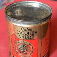 Cajas y cajitas metálicas: ANTIGUA CAJA O BOTE DE CAFÉ MOLIDO - CAFÉS JACQUES VABRE - FRANCIA. Lote 107509864