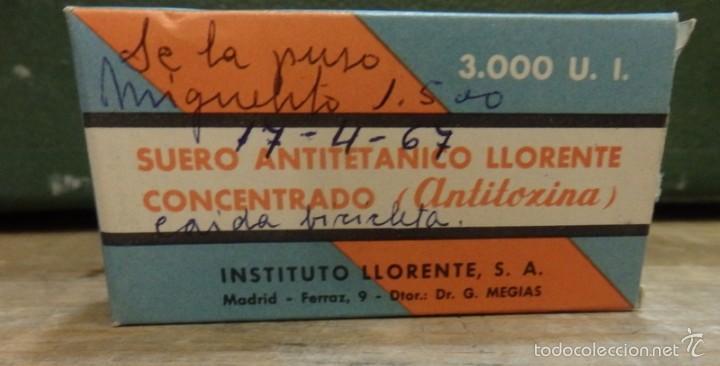 CAJA CON CONTENIDO DE SUERO ANTITETANICO LLORENTE CONCENTRADO, ANTITOXINA, AÑOS 60, MUY RARO (Coleccionismo - Cajas y Cajitas Metálicas)