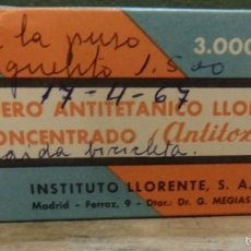 Cajas y cajitas metálicas: CAJA CON CONTENIDO DE SUERO ANTITETANICO LLORENTE CONCENTRADO, ANTITOXINA, AÑOS 60, MUY RARO. Lote 60442595